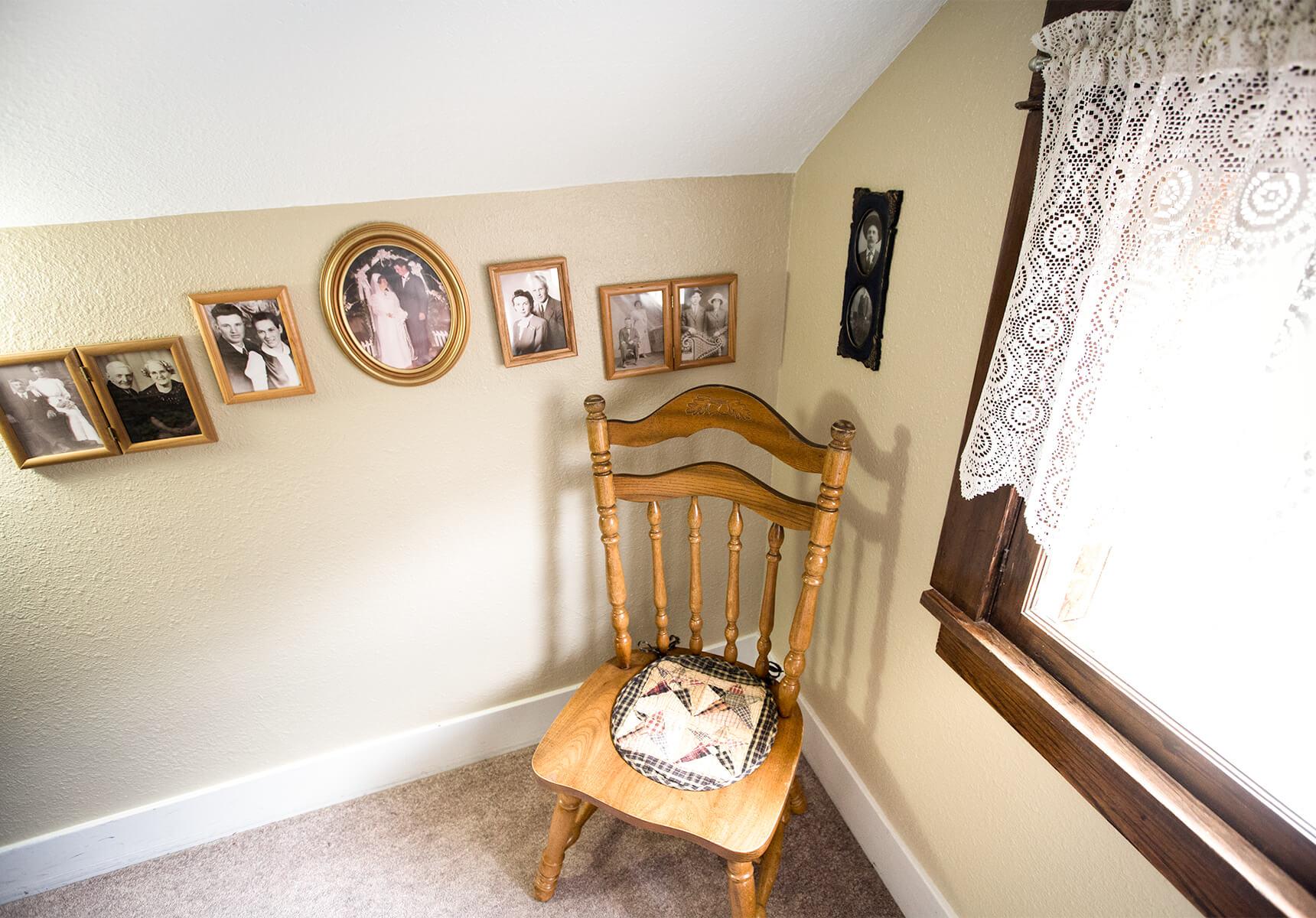 Pioneer Room corner chair